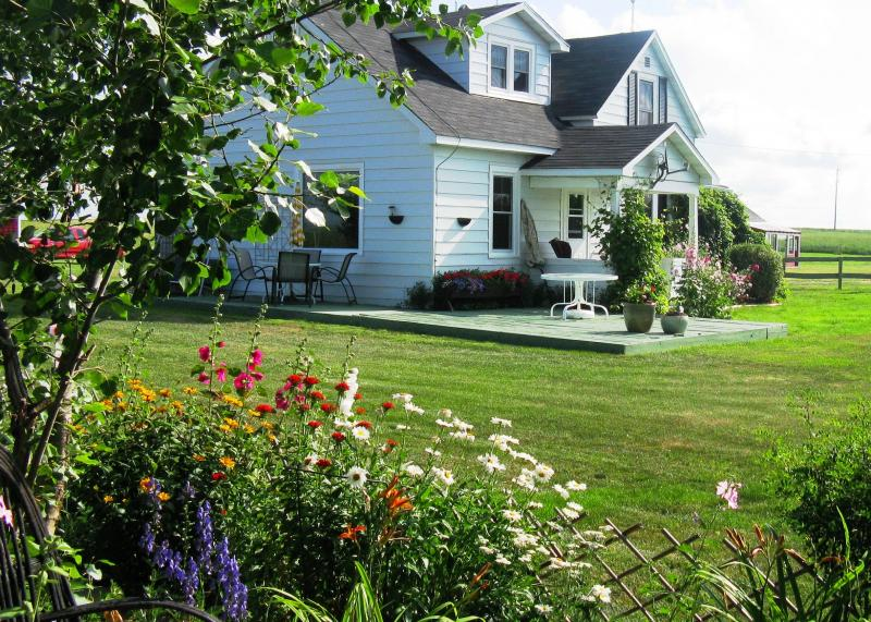 Landscaping Ideas to Help Sell Your Calgary Home - Front Yard Landscaping